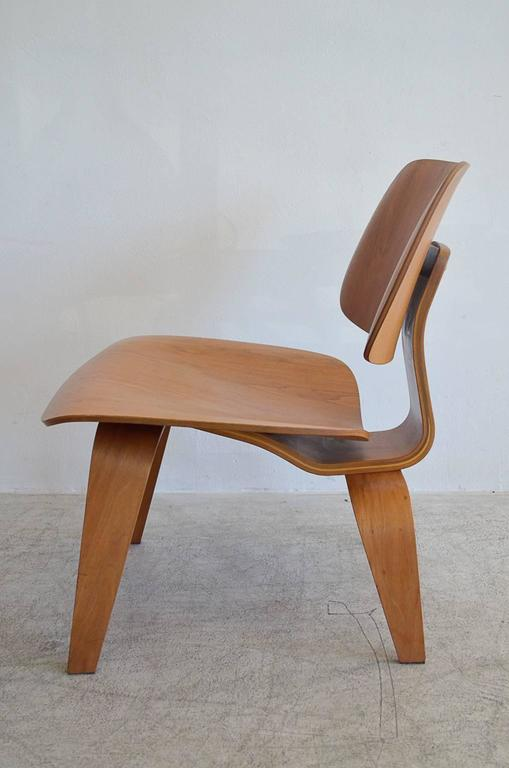 Beau Mid Century Modern Early Eames LCW Bentwood Chair For Sale