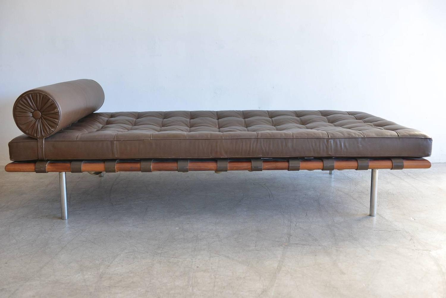 mies van der rohe barcelona daybed for knoll in chocolate brown. Black Bedroom Furniture Sets. Home Design Ideas