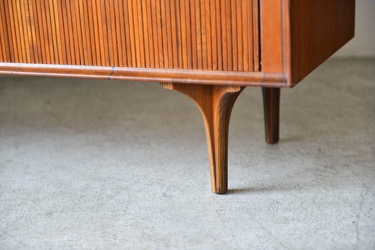 Walnut Tambour Door Credenza by Robert Baron for Glenn of California, circa 1965 In Good Condition For Sale In Costa Mesa, CA
