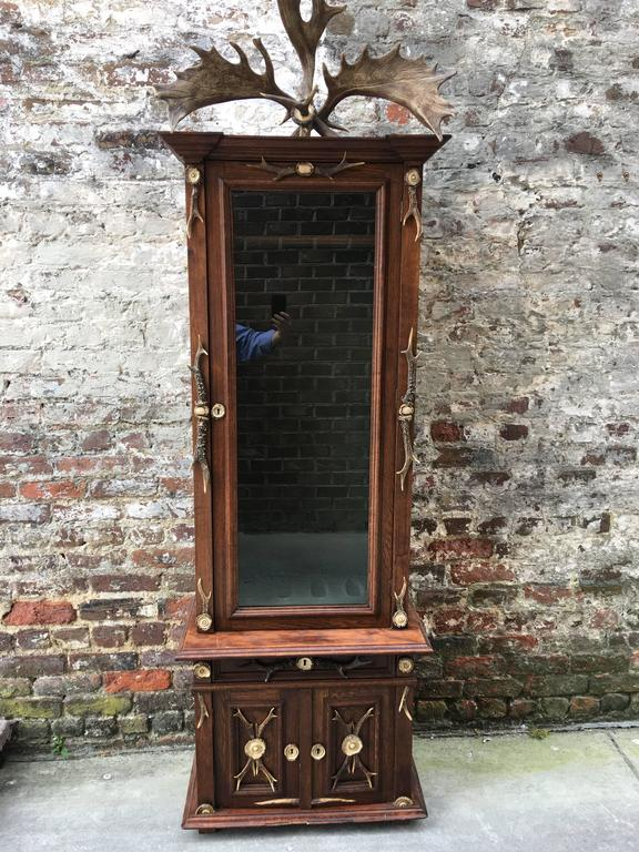 Late 19th Century Black Forest Oak Gun Cabinet For Sale 1 - Late 19th Century Black Forest Oak Gun Cabinet At 1stdibs