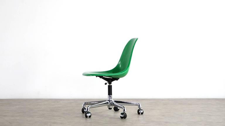 Rare office swivel chair by Charles Eames for Herman Miller, comes with a fantastic apple green fiberglass shell with stamped Herman Miller logo.  The height adjust allows working from 42cm to 56cm.  Very nice, original vintage condition.