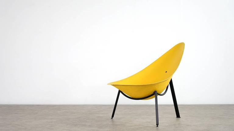Midcentury Fiberglass Easy Chair by Ed Mérat, France, Tripod Outdoor In Excellent Condition For Sale In Munster, NRW