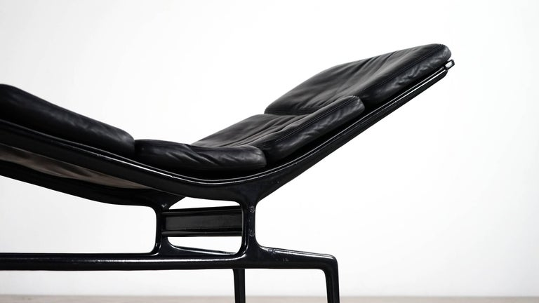 Minimalist and modernist Charles Eames chaise in black for Herman Miller, designed in 1968 for filmmaker Billy Wilder. 