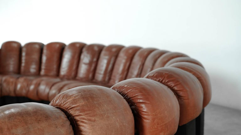 De Sede DS 600. Design by Ueli Berger, Eleonore Peduzzi-Riva, Heinz Ulrich, Klaus Vogt, 1972.  Absolutely stunning and modulable endless high class leather sofa.  20 elements in chocolate leather! Good vintage condition. With very nice
