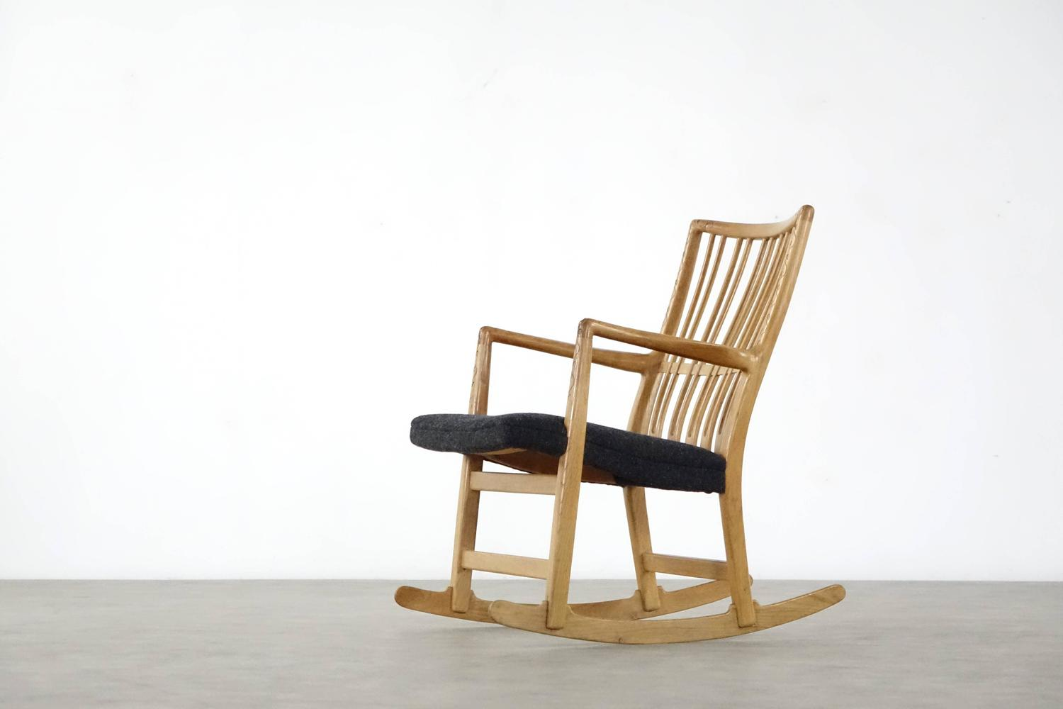 Hans J. Wegner 1. Edition ML 33 Rocking Chair And Carvings 1940 . Full resolution‎  portraiture, nominally Width 1500 Height 1000 pixels, portraiture with #6F461F.