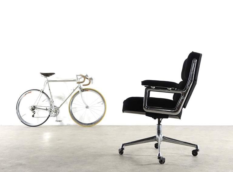 Very Early Time Life Lobby Chair Design Charles and Ray Eames for Herman Miller 4