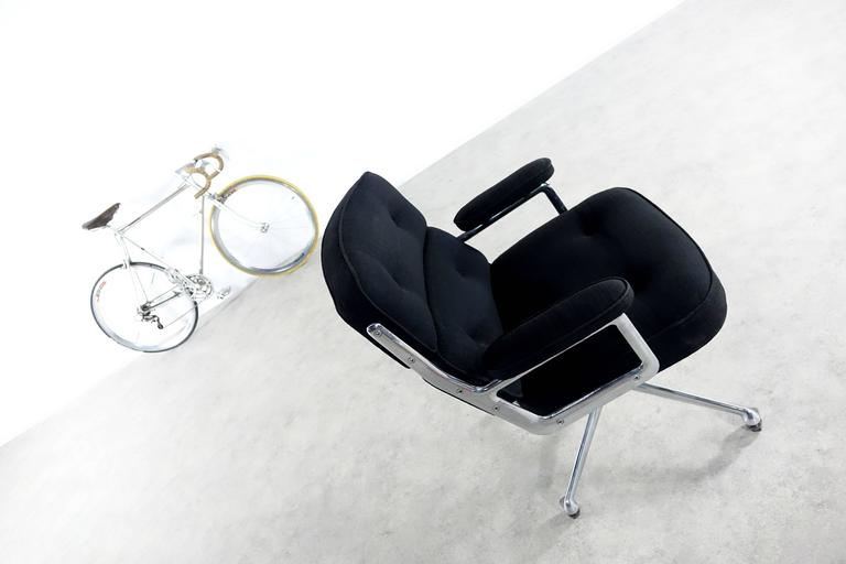 Very Early Time Life Lobby Chair Design Charles and Ray Eames for Herman Miller For Sale 1