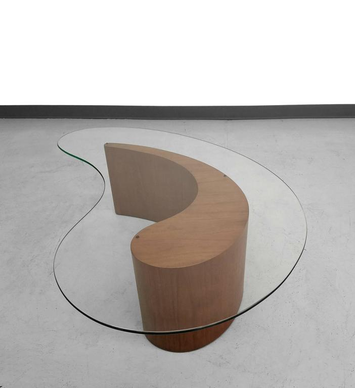 Designed By Vladimir Kagan For Selig, Biomorphic Walnut Coffee Table.  Beautiful Table With Rounded