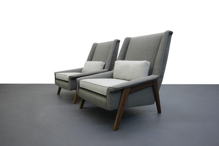 Pair of Mid-Century Lounge Chairs 2
