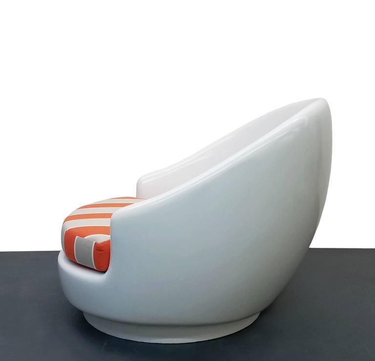 Oversized fiberglass egg indoor outdoor mid century pool patio chair at 1stdibs - Fiberglass egg chair ...