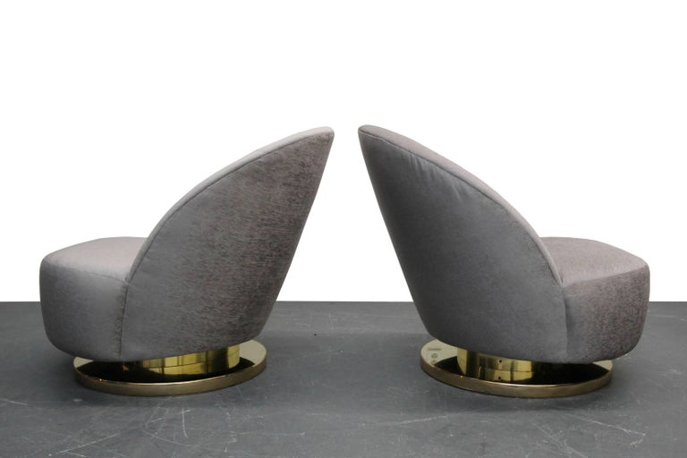 Midcentury Pair of Swivel Slipper Chairs with Brass Bases by Milo Baughman In Excellent Condition In Las Vegas, NV