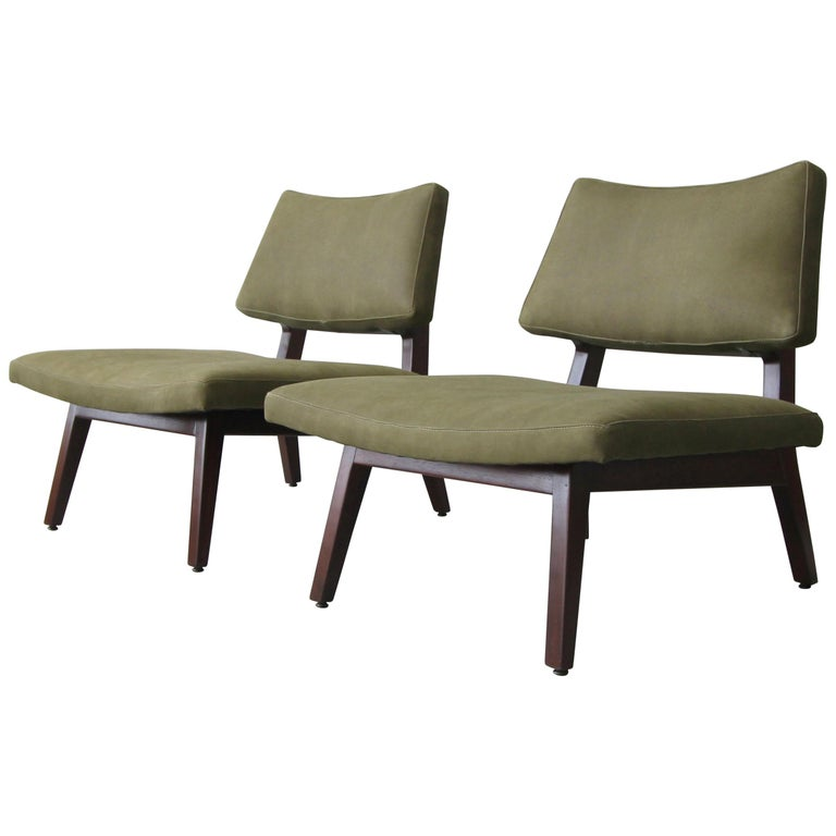 Pair of Midcentury Walnut and Leather Slipper Lounge Chairs by Jens Risom For Sale