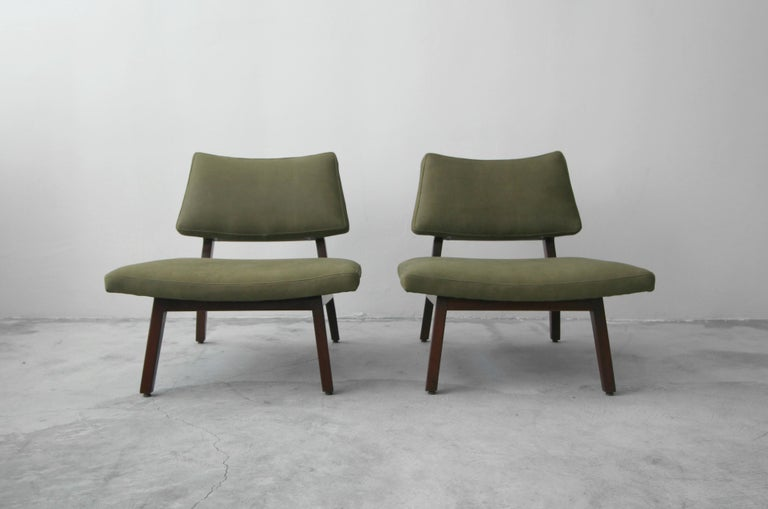 Mid-Century Modern Pair of Midcentury Walnut and Leather Slipper Lounge Chairs by Jens Risom For Sale