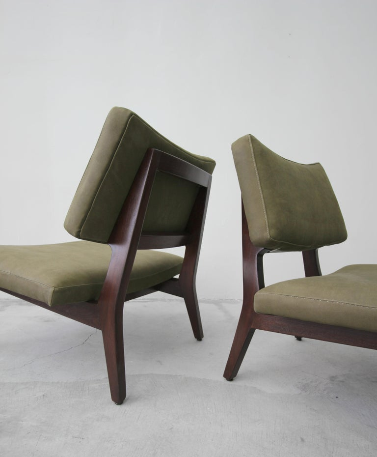 20th Century Pair of Midcentury Walnut and Leather Slipper Lounge Chairs by Jens Risom For Sale
