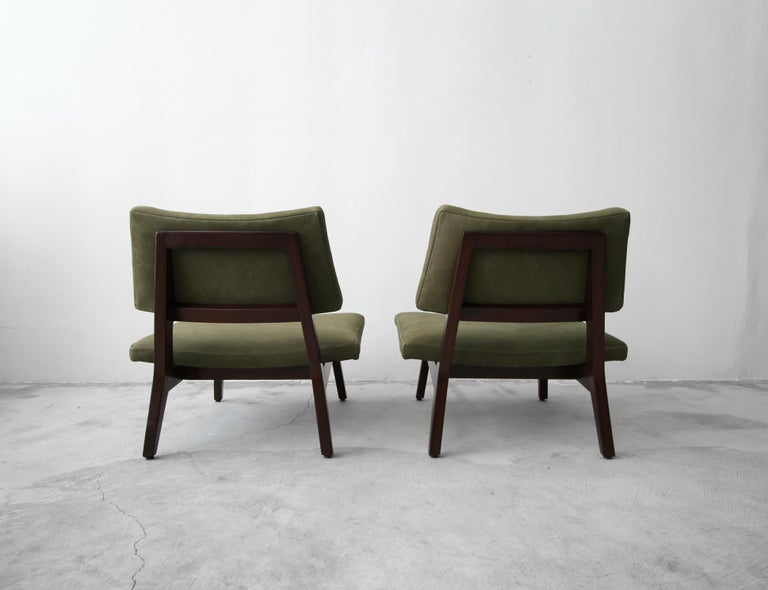 Pair of Midcentury Walnut and Leather Slipper Lounge Chairs by Jens Risom For Sale 2