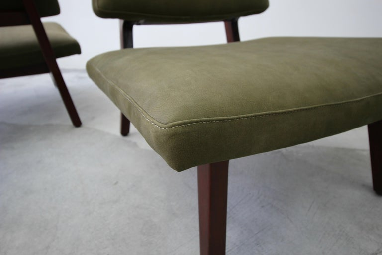 Pair of Midcentury Walnut and Leather Slipper Lounge Chairs by Jens Risom For Sale 3