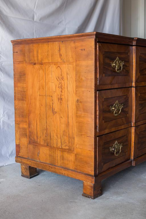 18th Century German Baroque Walnut Commode For Sale 1