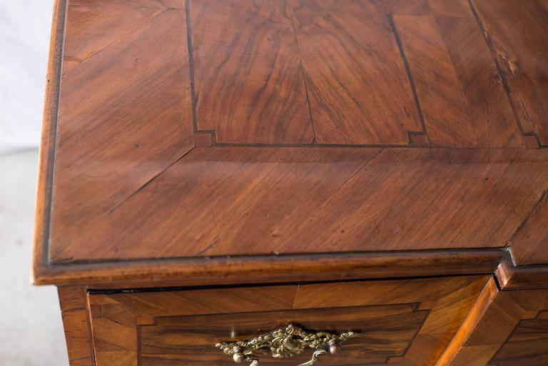 18th Century German Baroque Walnut Commode For Sale 5