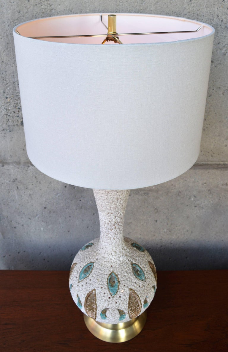 Mid-Century Modern Textured Ceramic Lamp with Leaf Cut-Outs and Lit Base In Excellent Condition For Sale In New Westminster, British Columbia