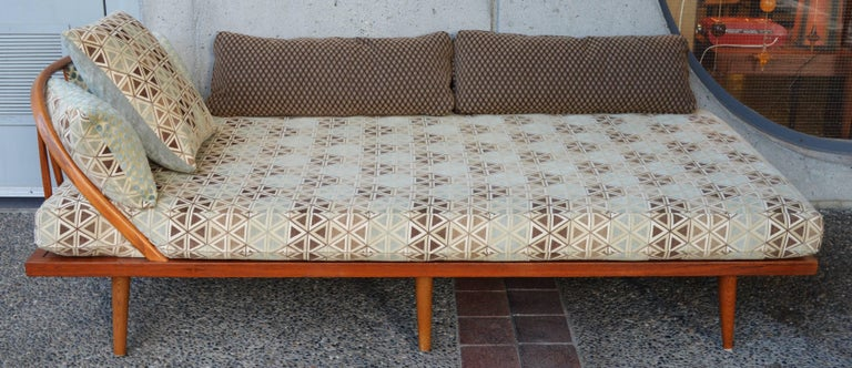 Scandinavian Danish Modern Teak & Oak Daybed/Sofa/Chaise/Guest Bed With Matching Pillows For Sale