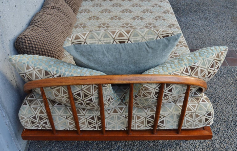 Danish Modern Teak & Oak Daybed/Sofa/Chaise/Guest Bed With Matching Pillows In Excellent Condition For Sale In New Westminster, British Columbia