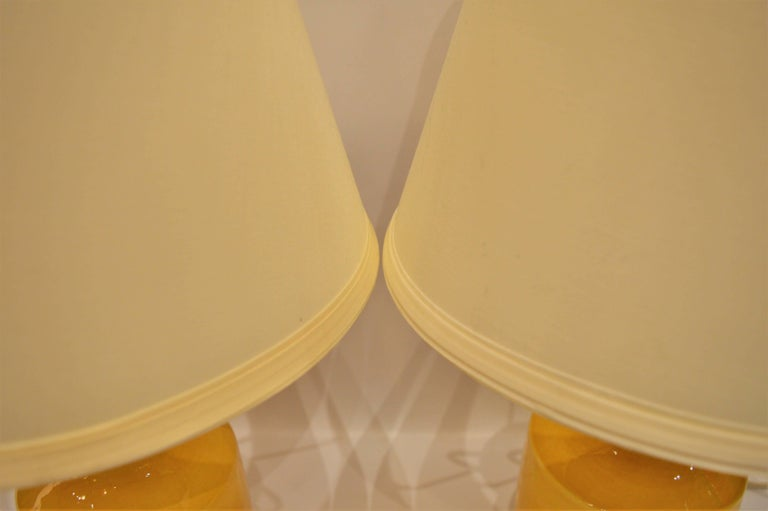 Mid-20th Century Pair of Small Soft Yellow Lotte and Gunnar Bostlund Ceramic Bedside Lamps For Sale