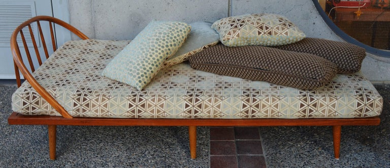 Danish Modern Teak & Oak Daybed/Sofa/Chaise/Guest Bed With Matching Pillows For Sale 1