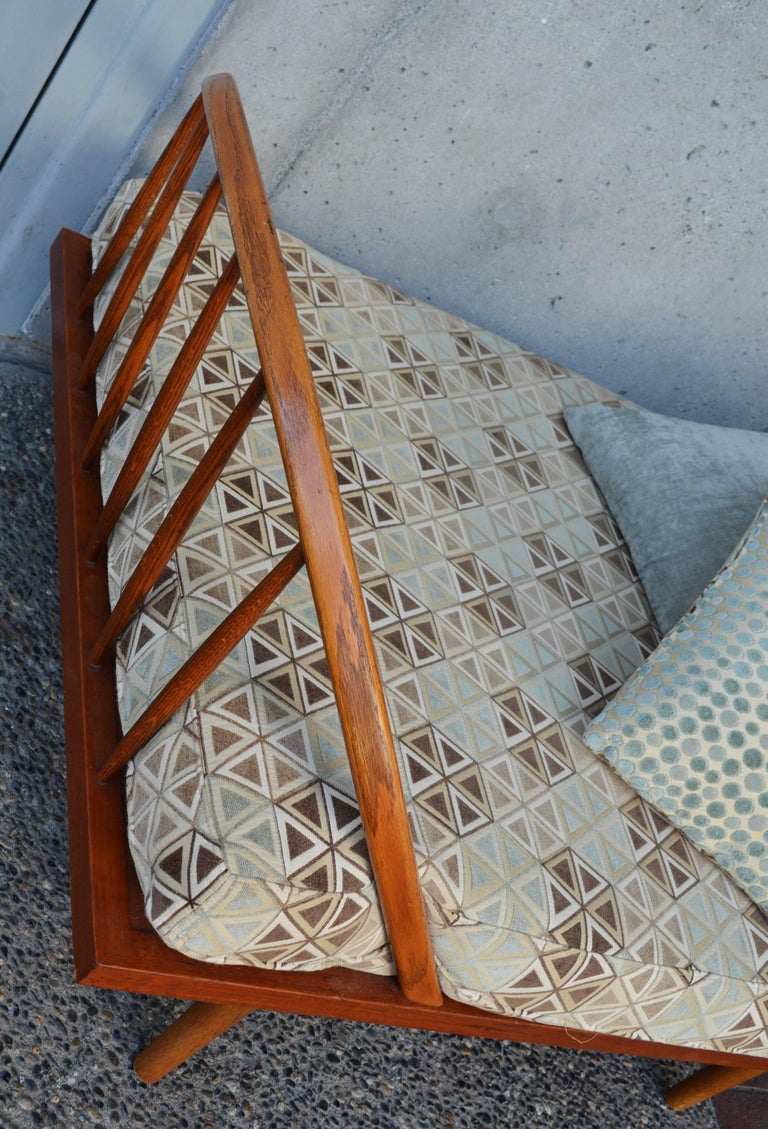 Mid-Century Modern Danish Modern Teak & Oak Daybed/Sofa/Chaise/Guest Bed With Matching Pillows For Sale