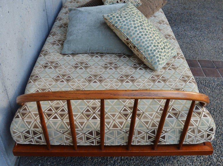 Danish Modern Teak & Oak Daybed/Sofa/Chaise/Guest Bed With Matching Pillows For Sale 2