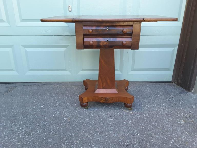 19th Century Neoclassical American Empire Drop-Leaf Side Table in Mahogany, circa 1830-1840 For Sale