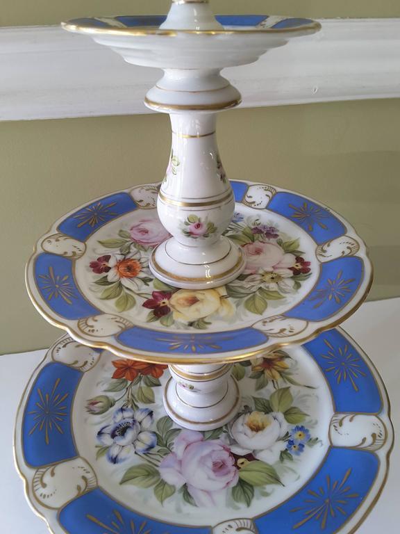 French Rare Paris Figural Porcelain Three-Tier Dessert Tazza, circa 1850 For Sale