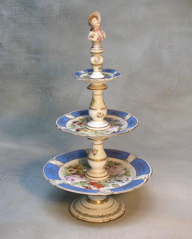 Rare Paris Figural Porcelain Three-Tier Dessert Tazza, circa 1850 For Sale 4