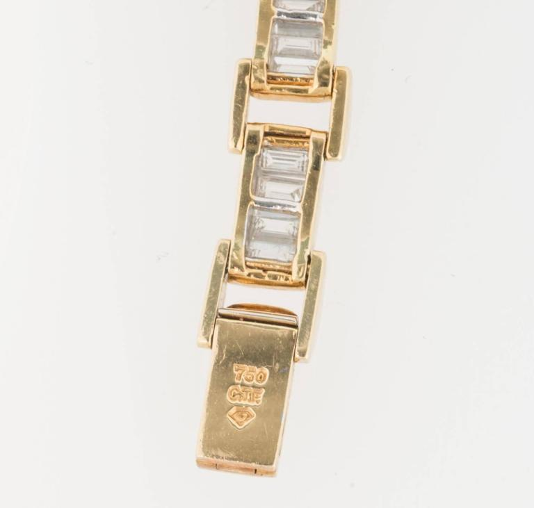 6.85 Carat & 18K Gold, GIA Certified Diamond Bracelet in a Chain Link Style In Excellent Condition For Sale In Ottawa, Ontario