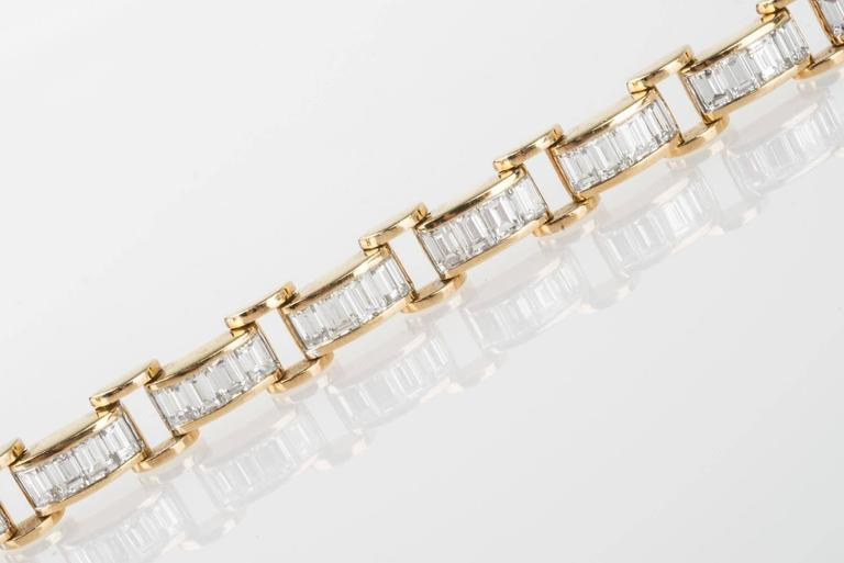 6.85 Carat & 18K Gold, GIA Certified Diamond Bracelet in a Chain Link Style For Sale 1