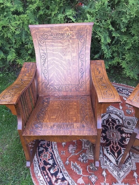 American Classical Matched Pair of Quarter Cut Sawn Oak Bentwood Carved Chairs For Sale