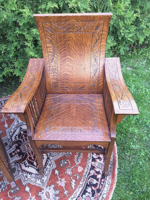 American Matched Pair of Quarter Cut Sawn Oak Bentwood Carved Chairs For Sale