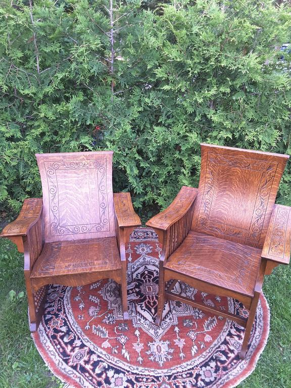 Matched Pair of Quarter Cut Sawn Oak Bentwood Carved Chairs In Excellent Condition For Sale In Ottawa, Ontario