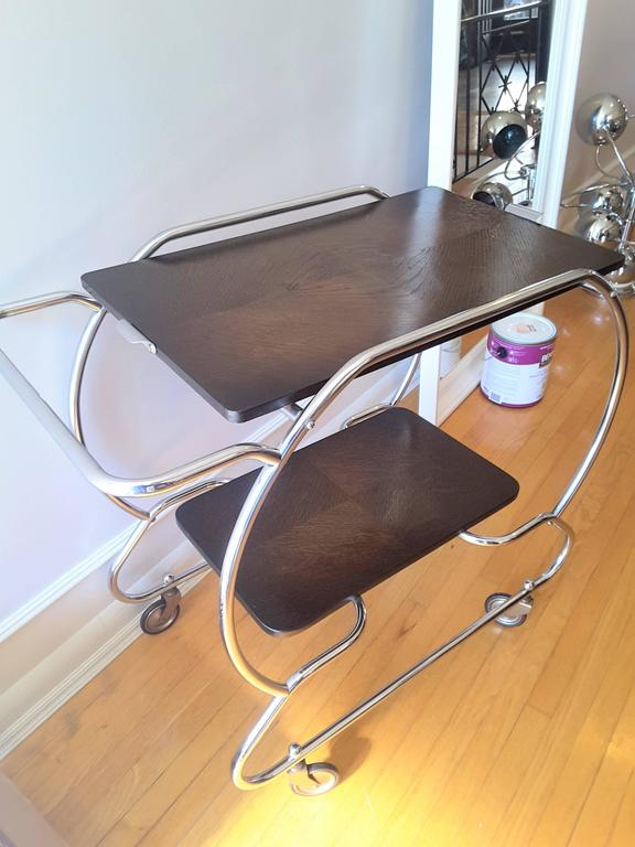 Bauhaus Vintage Art Deco Bar Cart in Chrome and Oak In Good Condition For Sale In Ottawa, Ontario