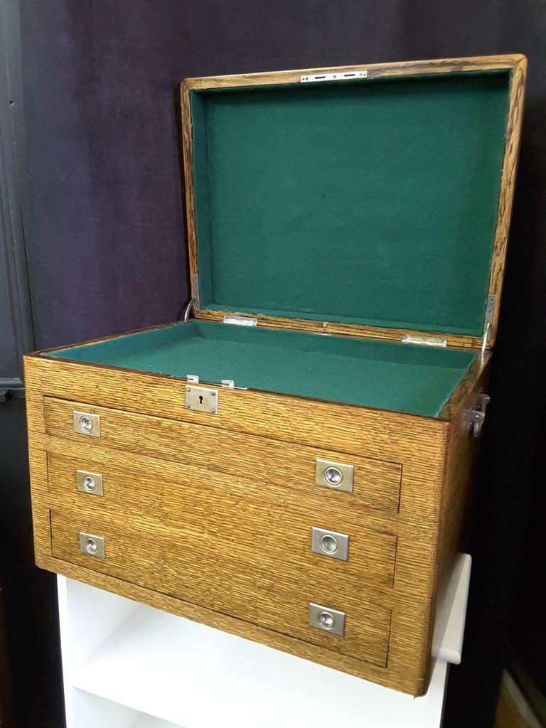 Quarter cut oak cutlery flatware jewelry box with key at for Jewelry box with key