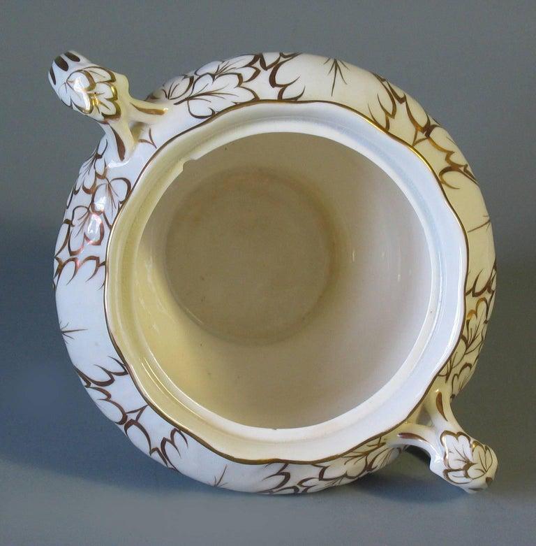 English Porcelain Part Tea Service, circa 1820-1830 For Sale 2