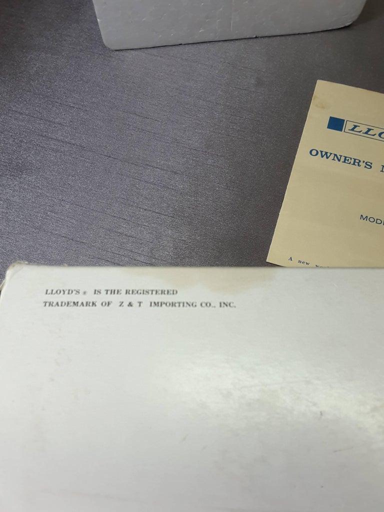 Mid-Century Modern 1967 Wood Grain Finish Tubular Solid State Am Radio For Sale 1