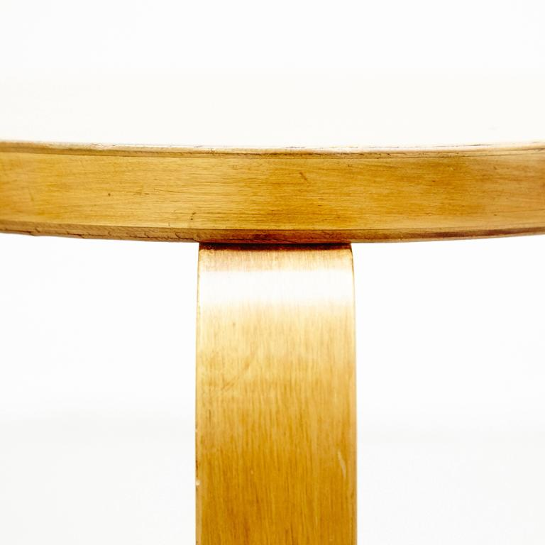 Alvar Aalto First Edition Wood Stool for Finmar, circa 1930 In Good Condition For Sale In Barcelona, Barcelona