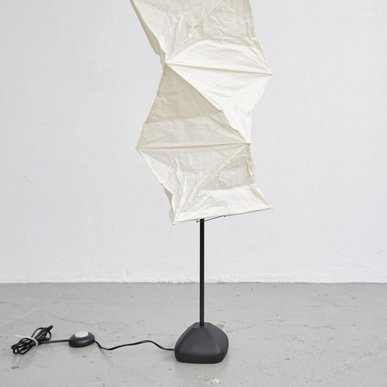 isamu noguchi l8 floor lamp for sale at 1stdibs. Black Bedroom Furniture Sets. Home Design Ideas