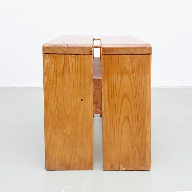 Charlotte Perriand Pine Wood Stool for Les Arcs In Good Condition For Sale In Barcelona, Barcelona