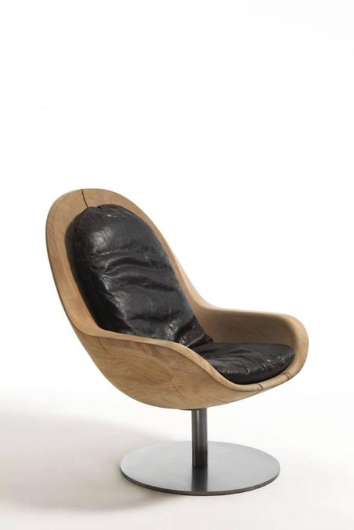 Armchair desk in natural solid cedar wood on rotative metal base with vintage leather covering pillow.