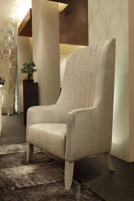 Armchair imperial in genuine leather with a wood structure. Also available in handcrafted fabric, price: 6720,00€.