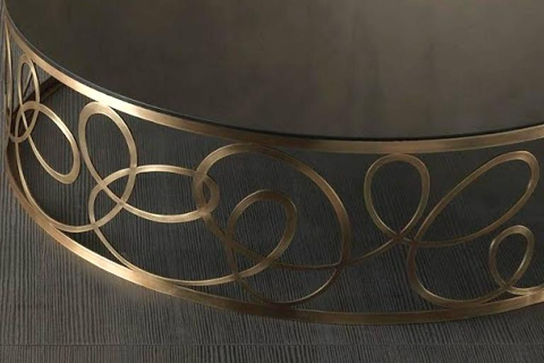 Curving Round Coffee Table with Bronze Base and Marble Top In Excellent Condition For Sale In Paris, FR