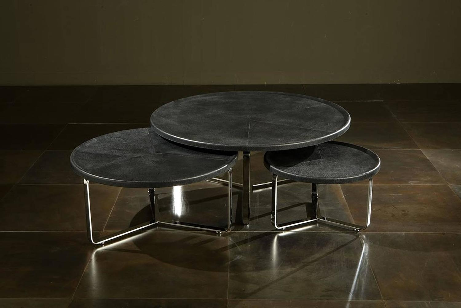 edge coffee table polished stainless steel structure and leather top for sale at 1stdibs. Black Bedroom Furniture Sets. Home Design Ideas
