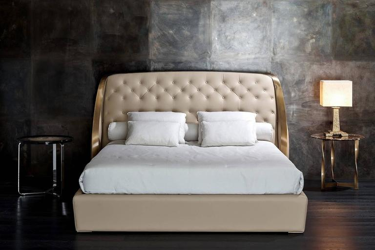 Hand-Crafted Dame Bed in Leather with Bronzed Brass Details For Sale