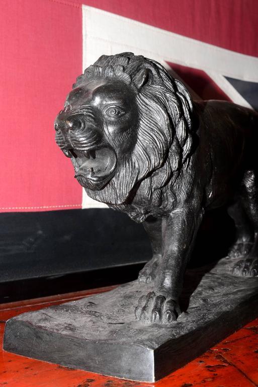 Lion Sculpture in Bronze Black Finish In Excellent Condition For Sale In Paris, FR